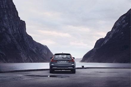 2021 Volvo V90 T6 Road Test | Bí mật được giữ kĩ